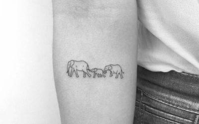 👨👩👦 30 Tatuajes pequeños para Familias: ¡Siempre Unidos!