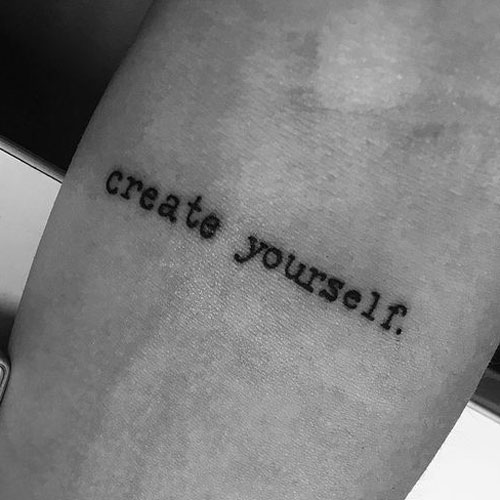 Tatuaje pequeño hombre antebrazo create yourself