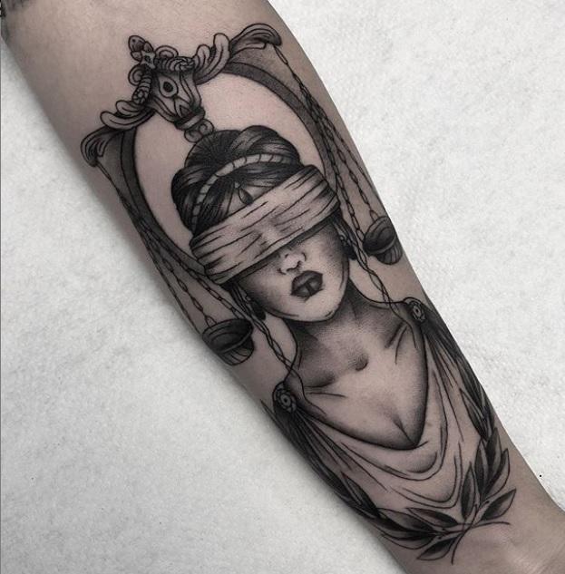 Tatuaje Angi Oliva, la diosa Justicia