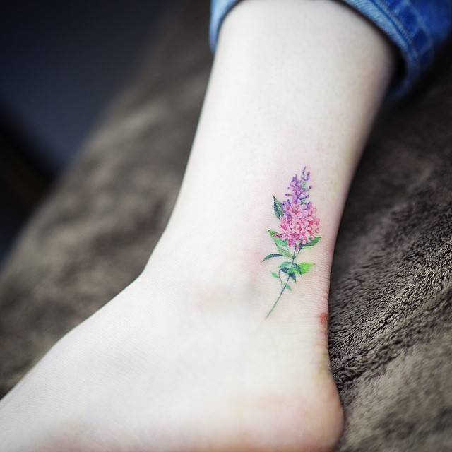 Precio de un tatuaje pequeño flor de color