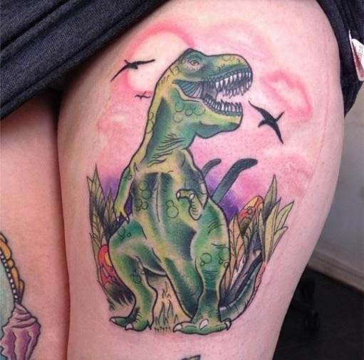 Tatuaje Tiranosaurio Rex en el muslo